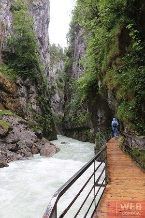 Каньон с рекой в Aareschlucht