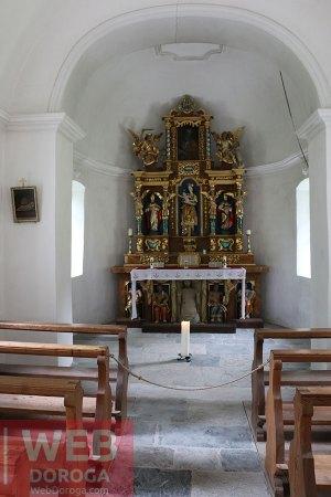 Церковь в середине
