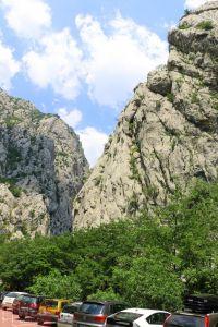 Парковка в горах в Национальном Парке Пакленица