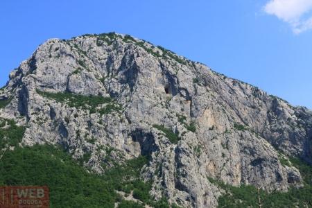 Пещера в горе