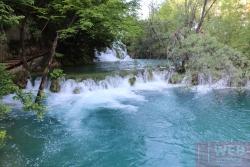Течение воды между озерами