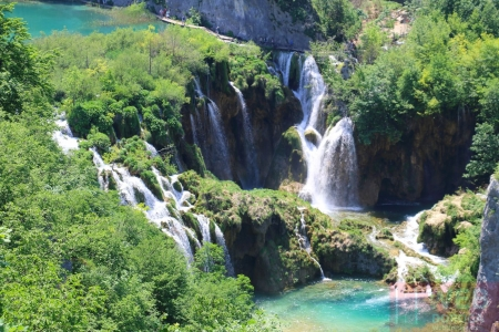 Ущелье с водопадами в Плитвицкие озера
