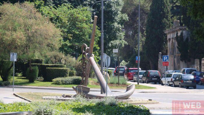 Якорь - символ порта Пула