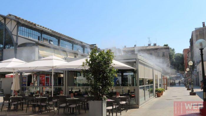 Водяное орошение кафе в жару в Пуле