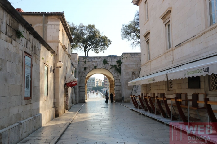 Центральная улица старого города Задар