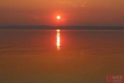 Закат на озере Балатон - вид с берега 2