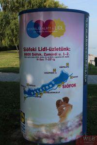 Рекламный плакат на набережной Балатона