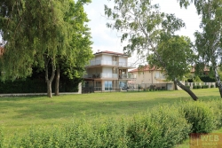 Вид на апартаменты с озера Балатон