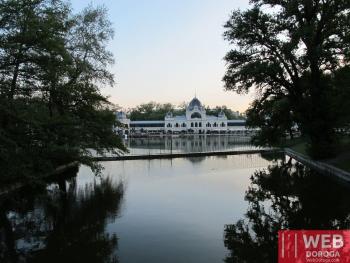 Озеро Парка Варошлигет в Будапеште