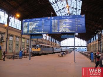 Крытый перон жд вокзала Будапешта