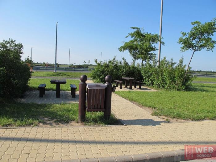Уголок отдыха на парковке - платные дороги Венгрии