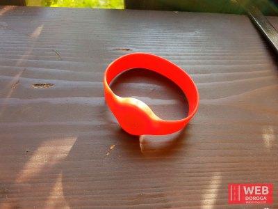 Электронный пропускной браслет для жильцов, которые проживают на территории курорта Косино