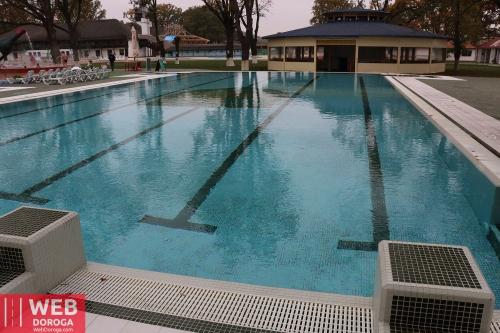 Плавательный бассейн с водой Косино