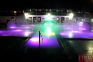 Изумрудный термальный бассейн Косино ночью - подсветка
