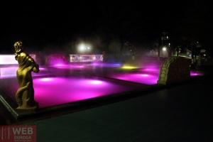 Изумрудный термальный бассейн Косино ночью