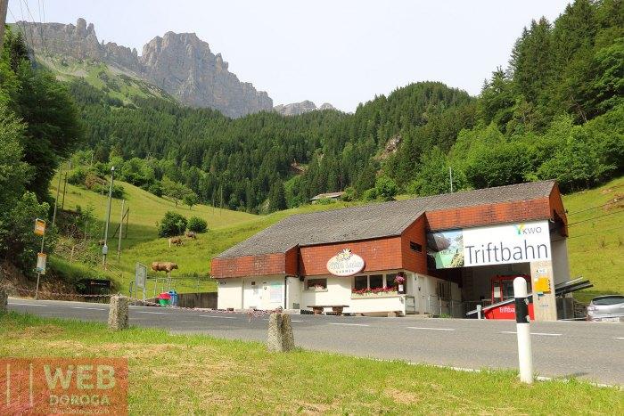 Подъемник в Альпийских горах Швейцарии