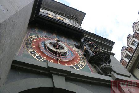 Вид снизу на часы Цитглогге