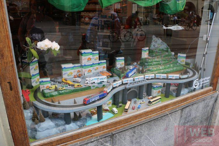 Модель железной дороги в магазине