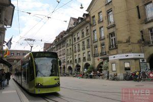 Еще один швейцарский трамвай в городе Берне