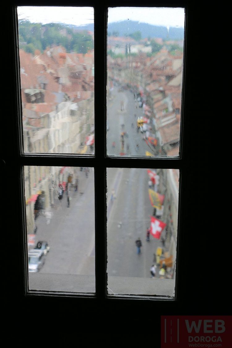 Вид на улице через башню Цитглогге