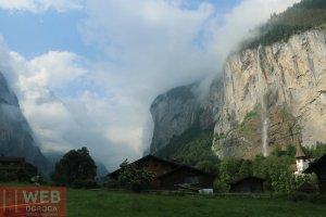 Ущелье с водопадом при выезде из Lauterbrunen