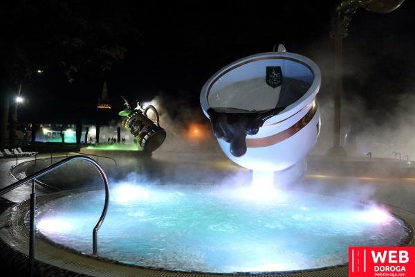термальный бассейн Косино ночью