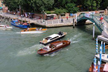 Вид на Гранд канал со стороны Моста Конституции в Венеции