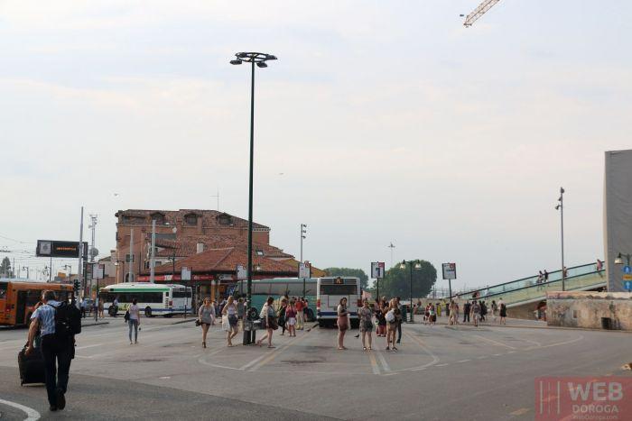 Автобусные остановки Венеции - площадь - Piazzale Roma