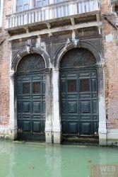 Двери в Венецианском доме