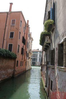 Цветы на балконах в Венеции