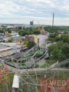 Вид на парк Пратер с высоты колеса обозрения в Вене