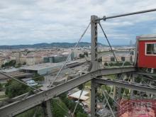 Вид на жд станцию Вены с колесе обозрения в Пратере