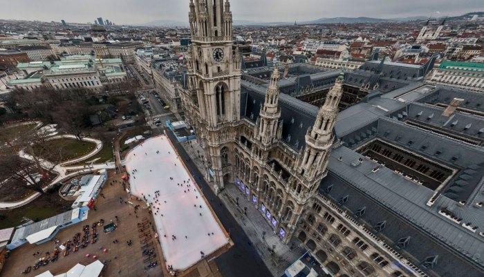 Каток Венская ледяная мечта напротив городской ратуши Вены